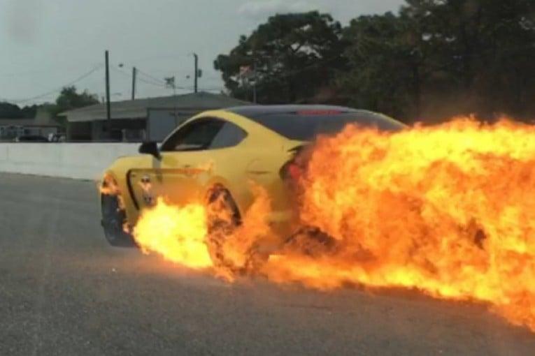 El Ford Mustang GT350 termina en llamas