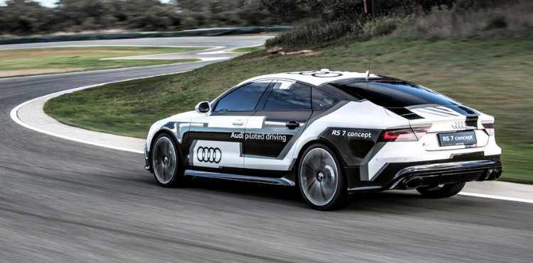 El AUDI RS 7 Piloted Driving mantiene el ritmo en el circuito de ASCARI