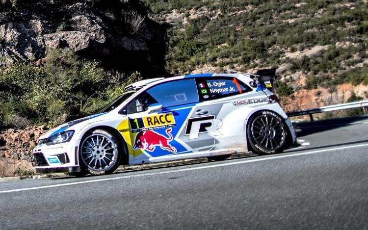 Neymar Jr disfrutando como copiloto de Sébastien Ogier con el Polo R WRC