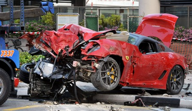 accidente-ferrari-taxi-singapur1