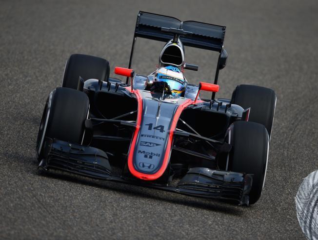 Fernando entrenando en el circuito de Shangai.