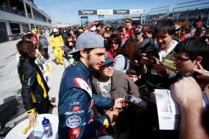 Carlos Sainz con fans en Motorland 2014