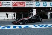 McLaren mejora en los libres de Montmeló
