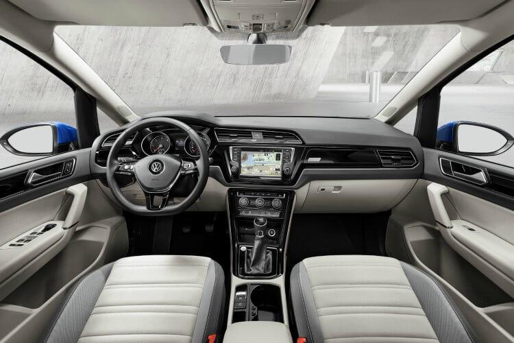 interior del nuevo Volkswagen Touran 2015