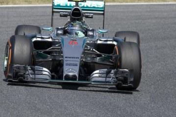 Mercedes lidera los primeros libres de Montmeló