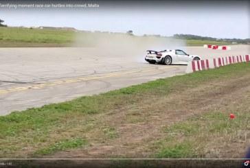 Porsche 918 Spyder termina accidentando contra el publico