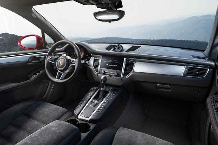 interior Porsche Macan GTS 2016