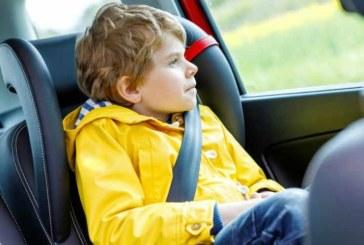 Niños en el asiento delantero, ¿a qué edad y cómo?