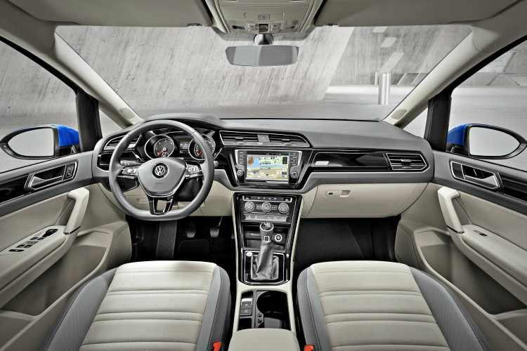 Interior Volkswagen Touran 2018