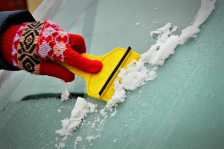 Como eliminar hielo parabrisas