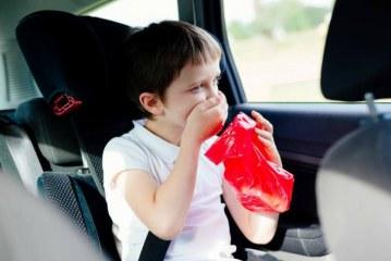 Consejos para evitar el mareo en coche para niños y adultos.