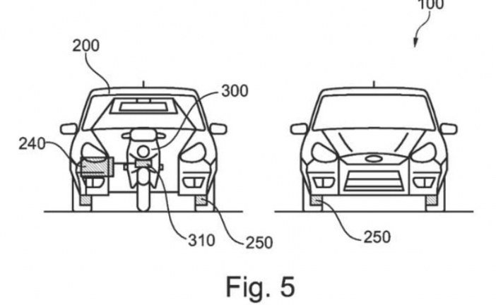 Ford patenta un coche con una moto eléctrica autónoma incorporada