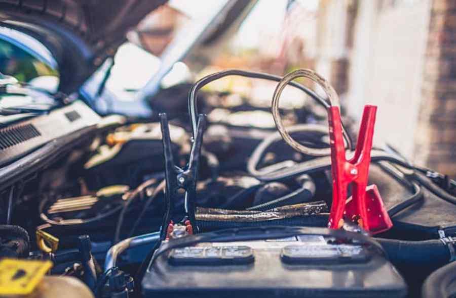 cargar batería coche