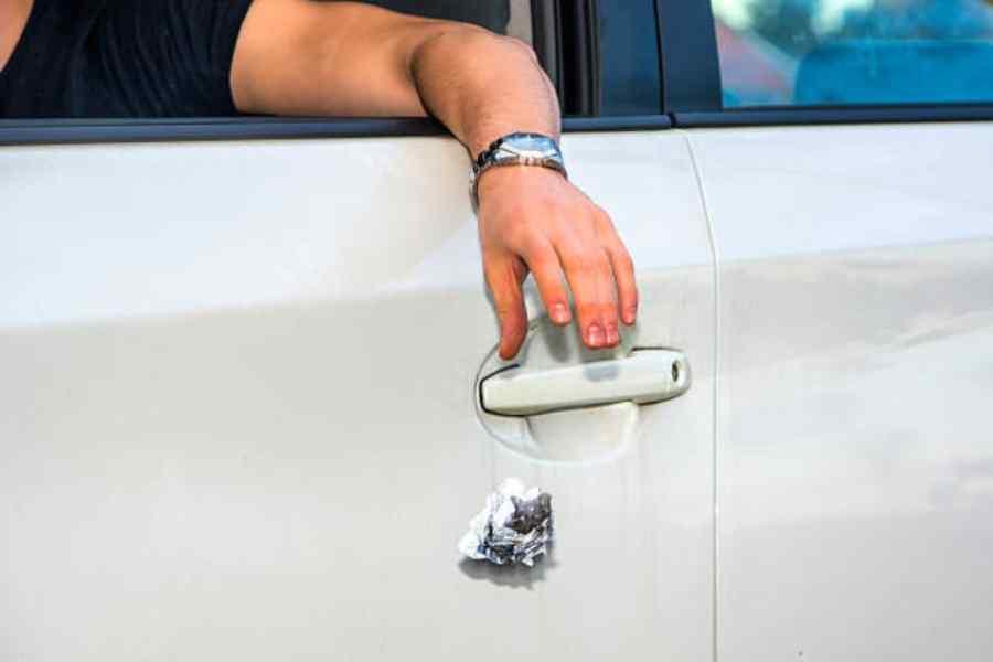 multa tirar objetos coche